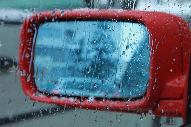 大雨:バックミラー