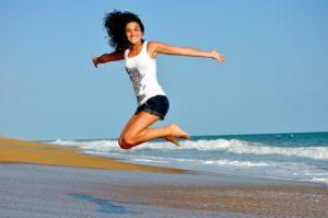 コラム:海:女性:ジャンプ